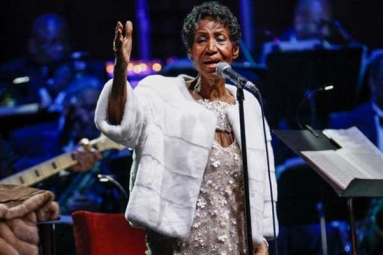 "Aretha Franklin ""Gravely Ill"" With Cancer: Reports"